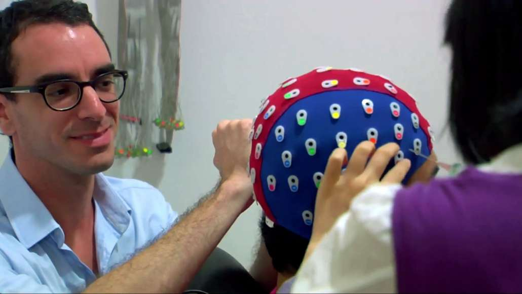 Nicolas Escoffier running an EEG experiment